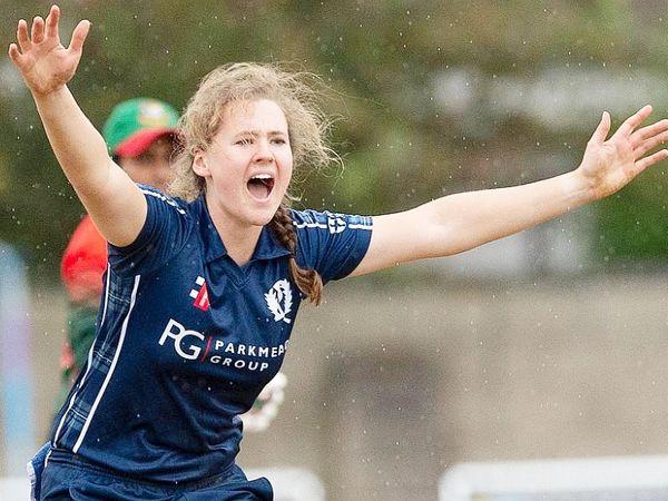 कैथरीन ब्राइस को पिछले महीने ICC टी-20 रैंकिंग में टॉप-10 बल्लेबाजों में जगह मिली।