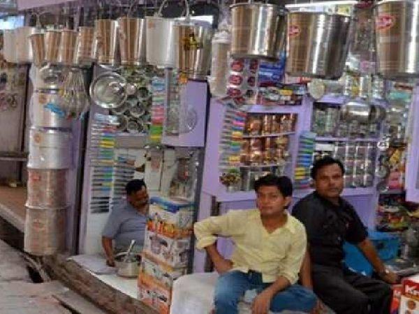 खाली पड़ी दुकानें। - Dainik Bhaskar