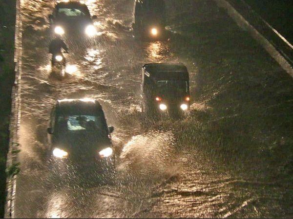 भोपाल में मंगलवार शाम को एक घंटे में करीब 1.5 इंच बारिश हुई। अगले तीन-चार दिन ऐसी ही बारिश का ऑरेंज अलर्ट जारी किया गया है।