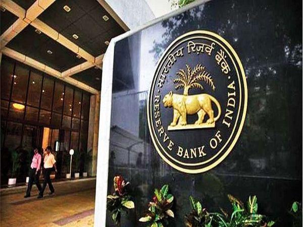 RBI के डेटा के मुताबिक, नोटबंदी के बाद 99% से ज्यादा 500 रुपए और 1000 रुपए के पुराने नोट बैंकिंग सिस्टम में वापस आ गए।   - फाइल फोटो - Dainik Bhaskar