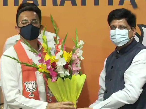 BJP मुख्यालय पर पीयूष गोयल ने जितिन प्रसाद को पार्टी की सदस्यता दिलाई।
