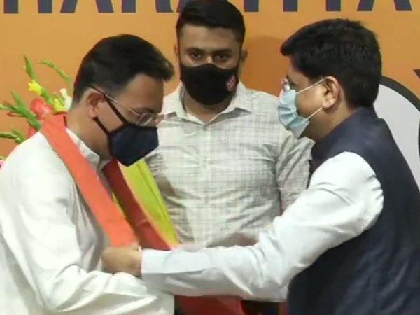 केंद्रीय मंत्री पीयूष गोयल ने जितिन प्रसाद का BJP में स्वागत किया।