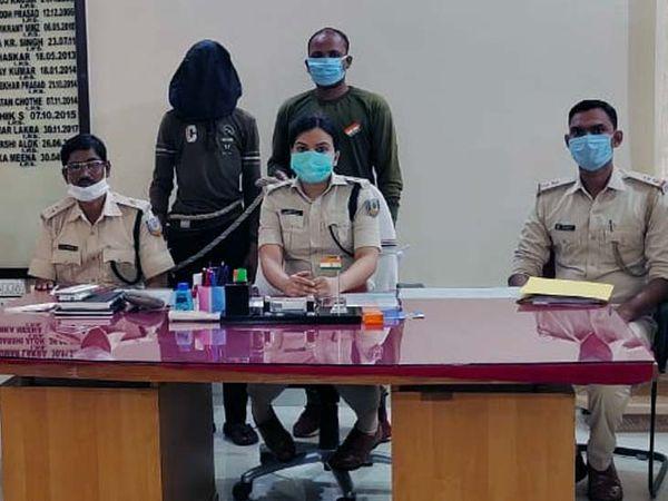 माओवादी सब जोनल कमांडर उदय उरांव को गिरफ्तार कर जेल भेज दिया गया। - Dainik Bhaskar