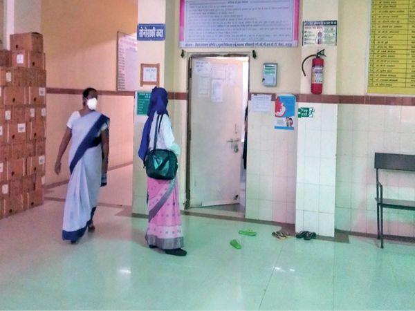 कालीबाड़ी मातृ-शिशु अस्पताल के सोनोग्राफी सेंटर में भीड़ नहीं फिर भी घंटों बाद नंबर। - Dainik Bhaskar