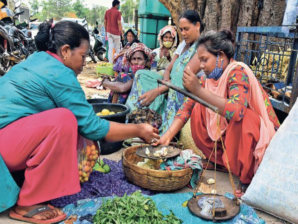 सब्जी बेच रही बिरसा की पड़पोती कहती हैं-शर्म आती है बताने में कि मैं कौन हूं!! - Dainik Bhaskar