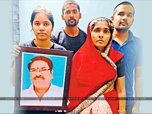 शिक्षक गोपाल शर्मा का परिवार। - Dainik Bhaskar