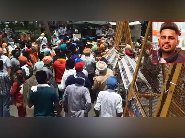 बठिंडा में नशा तस्करों के हमले की वजह से कबड्डी कोच की मौत के बाद गुस्साए परिजन और इलाके के कबड्डी खिलाड़ी (इनसेट) कबड्डी कोच हरविंदर की फाइल फोटो। - Dainik Bhaskar