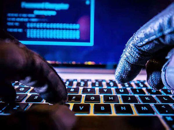 विशेषज्ञों का अनुमान है कि करीब एक घंटे तक वेबसाइट्स बंद रहने की वजह से करोड़ों डॉलर का नुकसान हुआ होगा। - Dainik Bhaskar