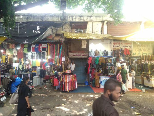 भोपाल में गुरुवार को बाजार खुलने के बाद चहल-पहल दिखी।