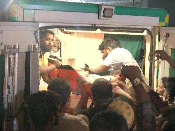 दुर्घटना में रेस्क्यू किए गए लोगों को बीडीबीए नगर जनरल हॉस्पिटल में ले जाया गया।