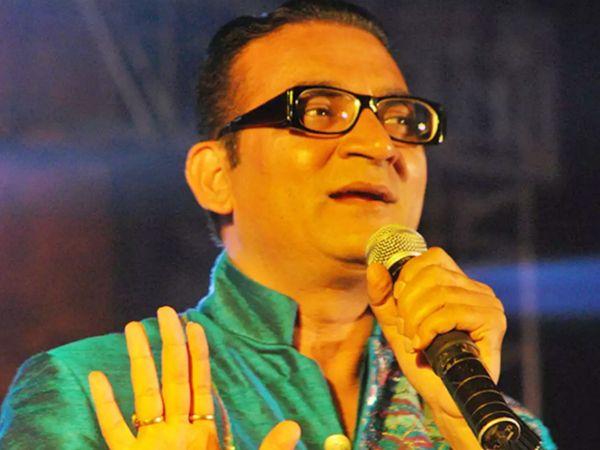 अभिजीत भट्टाचार्य हाल ही में 'इंडियन आइडल' में बतौर गेस्ट नजर आए थे। उनके साथ उदित नारायण भी शो पर पहुंचे थे। - Dainik Bhaskar