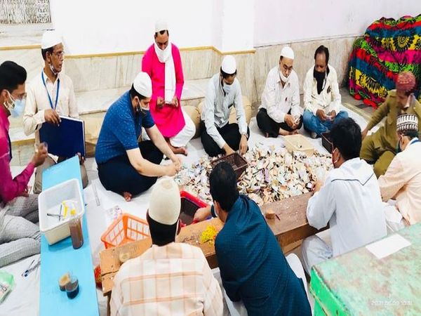 दरगाह में दान पेटियों की राशि की गणना