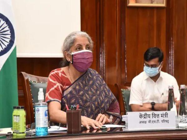 28 मई को हुई जीएसटी काउंसिल की बैठक में कोविड से जुड़े सामान पर टैक्स कटौती को लेकर कोई फैसला नहीं हो पाया था। - फाइल फोटो - Dainik Bhaskar