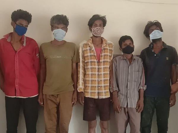 पुलिस ने पेट्रोल पंप लूट की साजिश रचते 5 बदमाशों को पकड़ा है। - Dainik Bhaskar