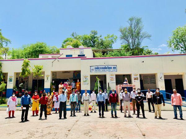 मेरा गांव मेरी जिम्मेदारी अभियान की टीम।