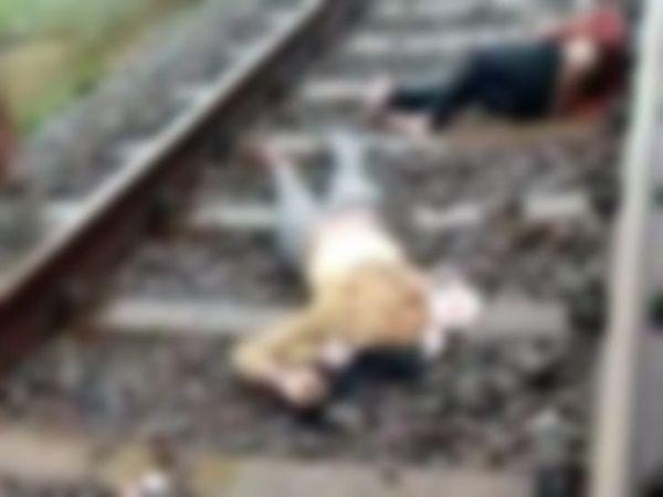 स्थानीय लोगों ने ट्रैक पर शव बिखरे देखे तो पुलिस और रेलवे को सूचना दी। इन सभी की मौत लिंक एक्सप्रेस की चपेट में आने से हुई।