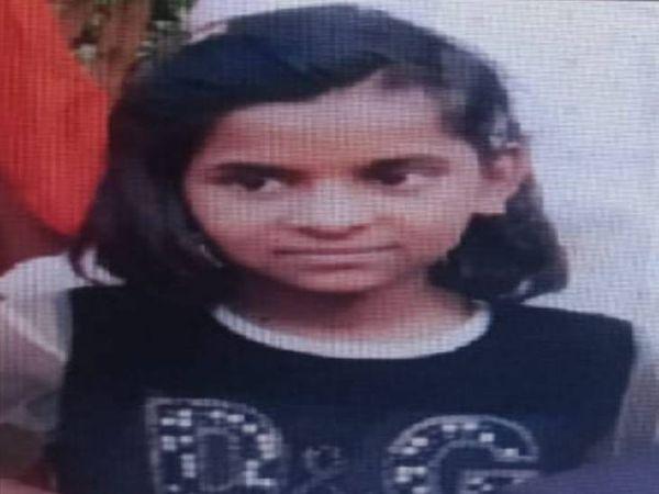 गोसलपुर के शांतिनगर से 33 दिन पहले लापता 12 वर्षीय प्रिया जबलपुर स्टेशन पर घूमते हुए मिली। - Dainik Bhaskar