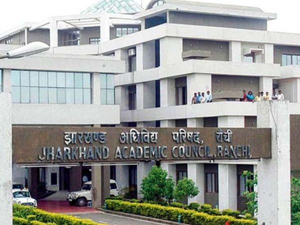 CM हेमंत सोरेन ने झारखंडएकेडमिक काउंसिल के साथ चर्चा के बाद एग्जाम रद्द करने की घोषणा की है। (फाइल) - Dainik Bhaskar