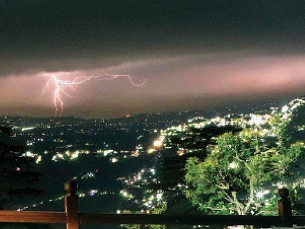 शिमला में आसमानी बिजली का दृश्य। - Dainik Bhaskar