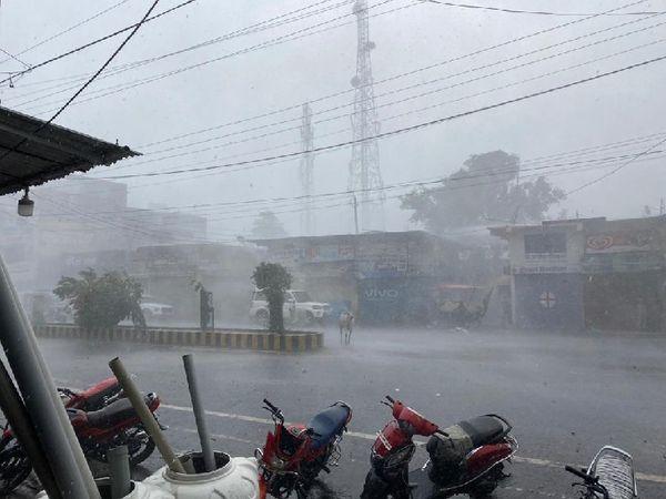 सागर में गुरुवार को कई जगहों पर जमकर बारिश हुई। बारिश के बाद लोगों को उमस से राहत मिली है।
