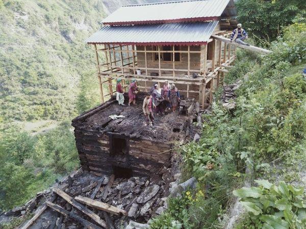 दमकल कर्मियों ने कड़ी मशक्कत के बाद आग पर काबू पाया। - Dainik Bhaskar