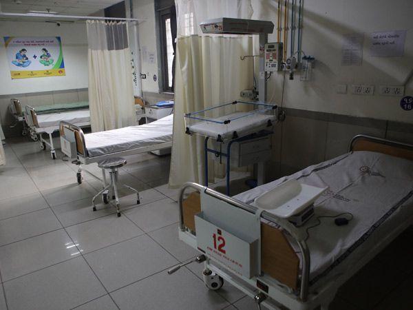 सूरत में करीब 400 मरीज अपनी आंख, जबड़ा गंवा चुके हैं, फिर भी ठीक नहीं हुए हैं।