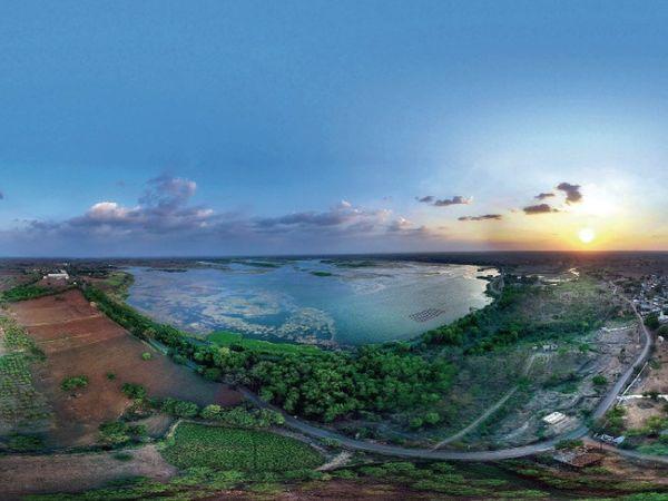 इंदौर में गुरुवार को बारिश नहीं हुई, लेकिन मौसम खुशनुमा बना रहा। फोटो यशवंत सागर तालाब की है।
