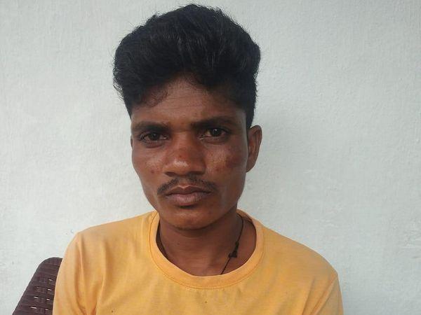 सरेंडर नक्सली रामकृष्ण ने पुलिस को बताया कि उसे अगवा करने के बाद मंडीमरका गांव में रखा था। वहीं नक्सली उसे मौत की सजा देने वाले थे। - Dainik Bhaskar