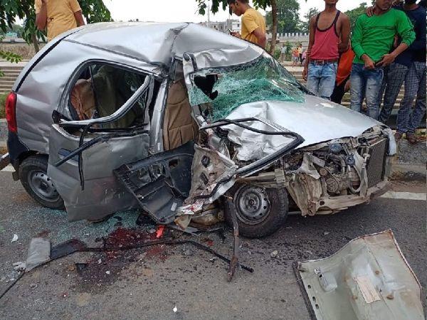 घटना के बाद क्षतिग्रस्त कार। - Dainik Bhaskar