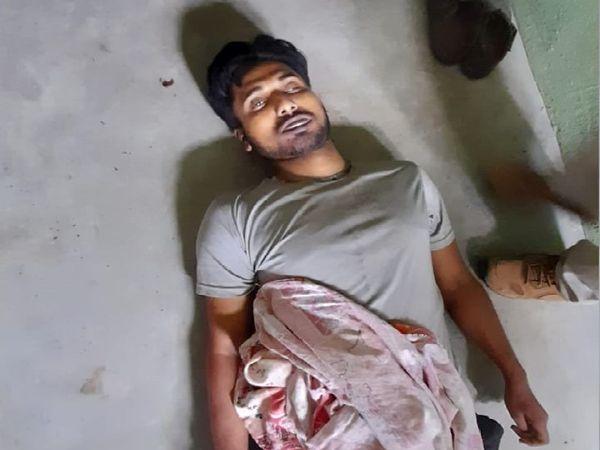 मृत छात्र के पिता का कहना है कि  ऋषिकेश डिप्रेशन का शिकार हो गया था, जिस वजह से उसने खुदकुशी कर ली। - Dainik Bhaskar