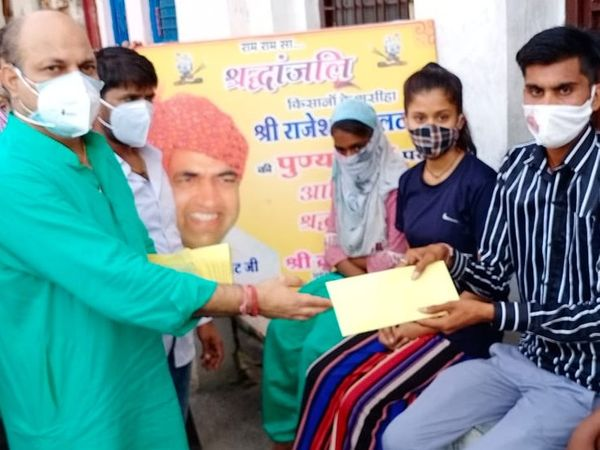 पीसीसी सदस्य क्रांति तिवारी के अगुवाई में सेवाभावी लोगों ने मदद के लिए हाथ बढ़ाए हैं। - Dainik Bhaskar