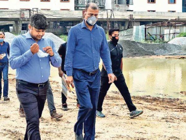 समय पर काम पूरा नहीं कराने वालों पर होगी कार्रवाई - Dainik Bhaskar