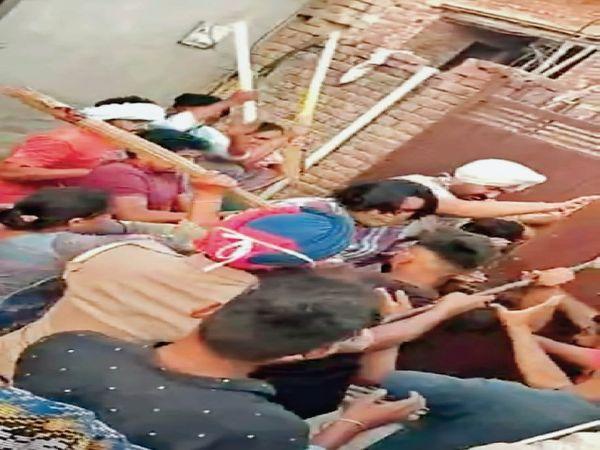 कारिंदा बोला- पुलिस न होती तो वह मार देते - Dainik Bhaskar