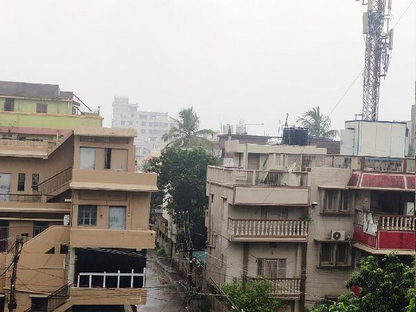 पटना में आज सुबह से ही रुक-रुककर बारिश हो रही है।