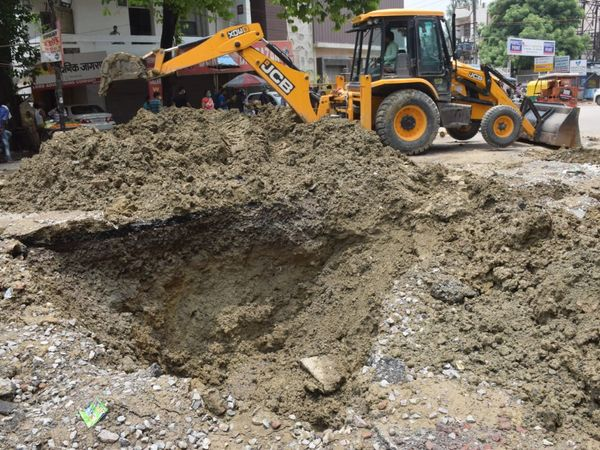 लीकेज बनाने के लिए काकादेव में काम शुरू हो गया है। - Dainik Bhaskar
