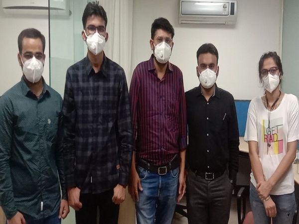 एसएमएस अस्पताल के डॉक्टर्स का पैनल दैनिक भास्कर कार्यालय में पहुंचा।