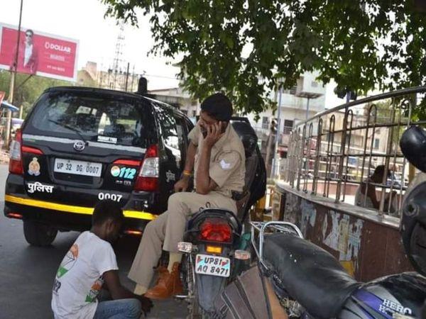 दरोगा ने खाकी का रौब दिखाकर जूता पहना कर फीते बांधने को कह दिया। - Dainik Bhaskar