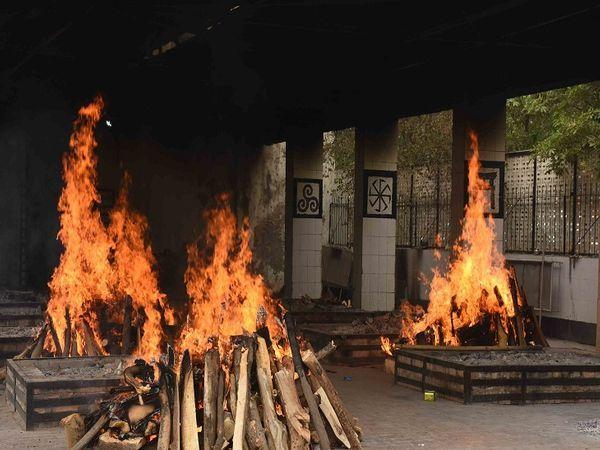 दूसरी लहर में दुर्ग जिला: कोविड से 971 मौतें बताईं, जबकि दुर्ग, भिलाई और निकुम में ही प्रोटोकॉल से 2739 शव जलाए। - Dainik Bhaskar
