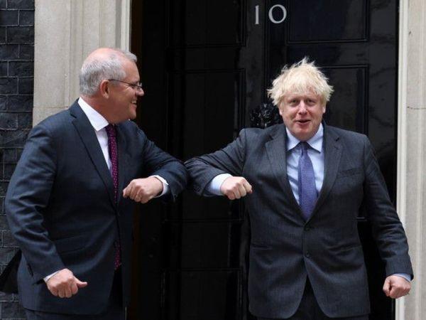 तस्वीर 14 जून की लंदन स्थित डाउनिंग स्ट्रीट की है। यहां ब्रिटिश प्रधानमंत्री बोरिस जॉनसन और ऑस्ट्रेलिया प्रधानमंत्री स्कॉट मॉरिसन ने मुलाकात की थी। - Dainik Bhaskar