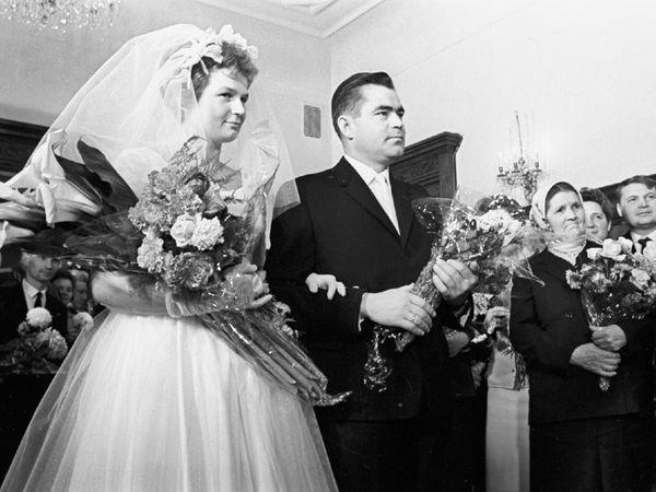 वेलेंटीना ने 3 नवंबर 1963 के दिन एंड्रियान निकोलायेव से शादी कर ली। निकोलायेव भी साल 1962 में अंतरिक्ष में जा चुके थे। अगले साल दोनों को एक बेटी हुई जिसका नाम एलेना रखा गया। एलेना दुनिया की पहली ऐसी बच्ची थी, जिसके माता और पिता दोनों ने अंतरिक्ष की यात्रा की थी।