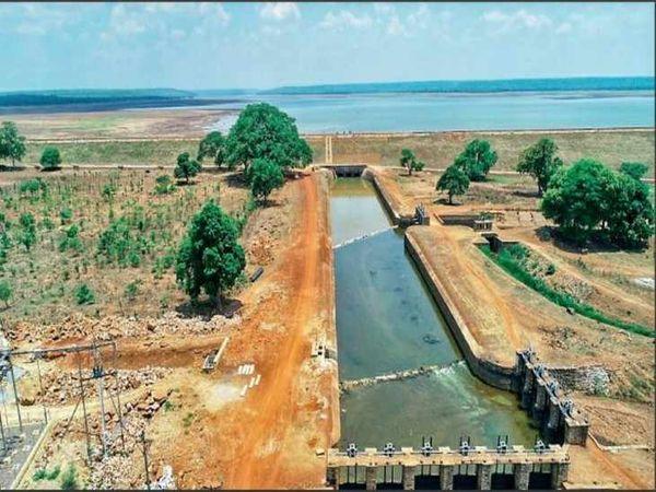 तस्वीर बालोद जिला स्थित तांदुला बांध की है।