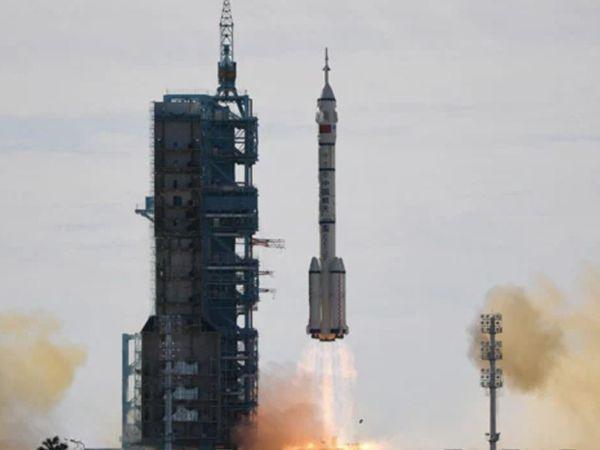 लॉन्ग मार्च रॉकेट दक्षिणी पश्चिम चीन के गांसू प्रांत के गोबी रेगिस्तान से रवाना हुआ है। - Dainik Bhaskar