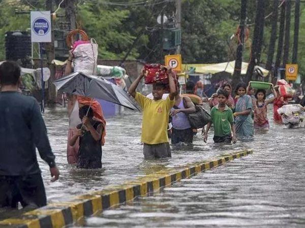 बिहार के पूर्वी-पश्चिमी चंपारण और गोपालगंज जिलों में भारी बारिश का अलर्ट जारी किया है।