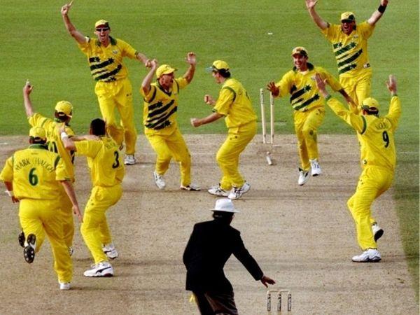 मैच टाई होने के बाद जश्न मनाते ऑस्ट्रेलियाई खिलाड़ी। साउथ अफ्रीका के साथ पिछली भिड़ंत में जीत के आधार पर ऑस्ट्रेलिया को फाइनल में जगह मिल गई। - Dainik Bhaskar