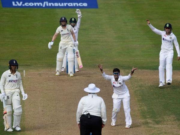 इंग्लैंड की कप्तान हीथर नाइट के खिलाफ एलबीडब्ल्यू की सफल अपील करतीं भारतीय गेंदबाज दीप्ति शर्मा। - Dainik Bhaskar