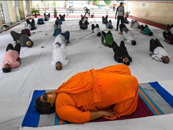 साध्वी प्रज्ञा 'योग: जीवन जीने का एक तरीका' नामक सेशन को वर्चुअली होस्ट करेंगी। - Dainik Bhaskar