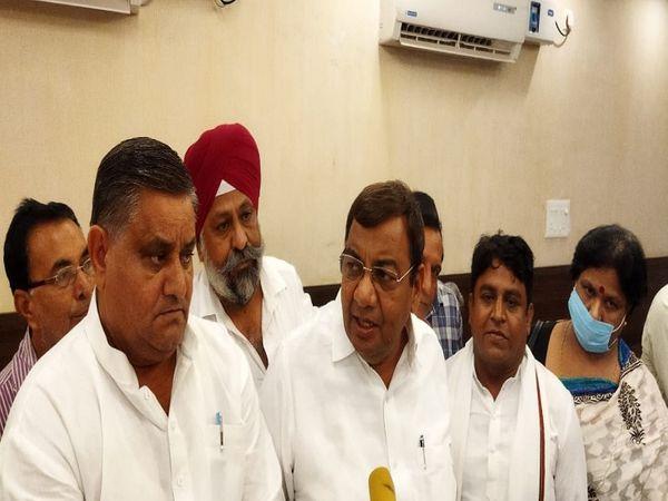खोरी वालों के समर्थन में आए आम आदमी पार्टी के सांसद सुशील गुप्ता