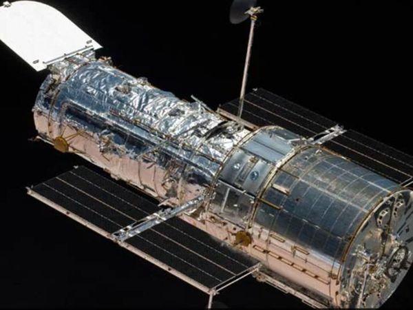 हबल स्पेस टेलीस्कोप को 1990 में लॉन्च किया था। - Dainik Bhaskar