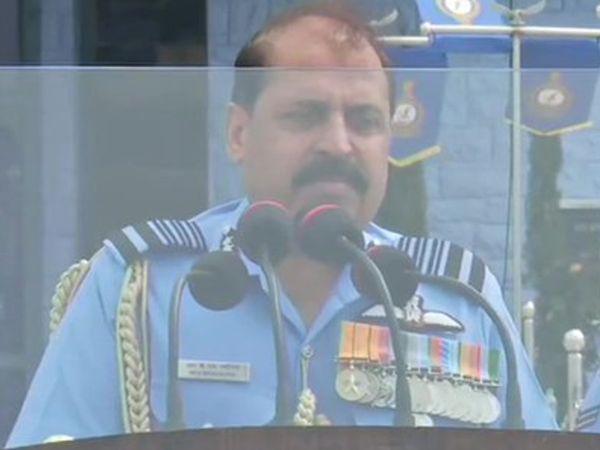 वायुसेना प्रमुख एयर मार्शल आरकेएस भदौरिया  हैदराबाद की वायुसेना अकादमी में संयुक्त स्नातक परेड (CGP) में हिस्सा लेने पहुंचे थे। - Dainik Bhaskar