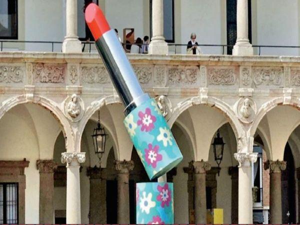 मिलान के पास स्थित कंपनियों में विश्व का मेकअप का 55% सामान बनता है। - Dainik Bhaskar
